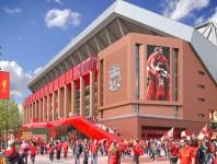 Besuchen Sie ein Heimspiel des FC Liverpool an der Anfield Road.