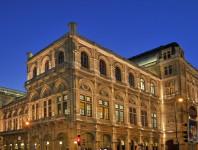 Der Wiener Opernball findet in der Wiener Staatsoper statt.