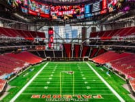 Mit dem im August 2017 fertiggestellten Mercedes-Benz Stadium, erwartet Sie ein spektakulärer Austragungsort des Super Bowl LIII.
