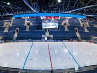 Unsere Plätze in den Arenen bieten eine fantastische Sicht auf das Eis und die Akteure.