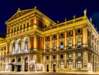 Das Neujahrskonzert findet traditionell im Großen Musikvereinssaal des Wiener Musikvereins statt.