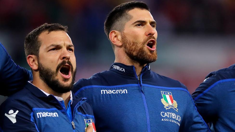 Das italienische Six Nations Team während der italienischen Nationalhymne