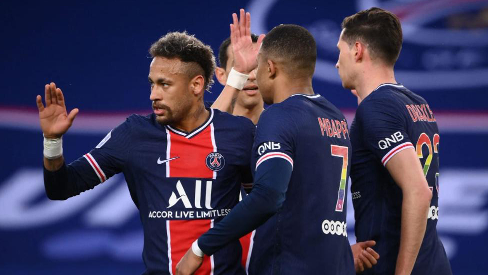 Neymar und Mbappé bejubeln einen Treffer